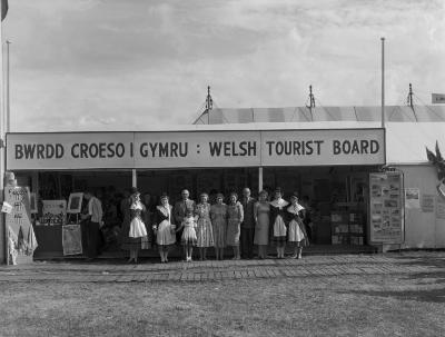 Stondin Bwrdd Croeso Cymru yn Eisteddfod...