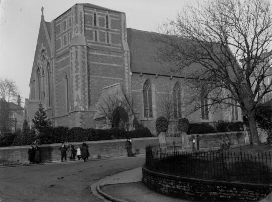 Eglwys St Ioan, Casnewydd
