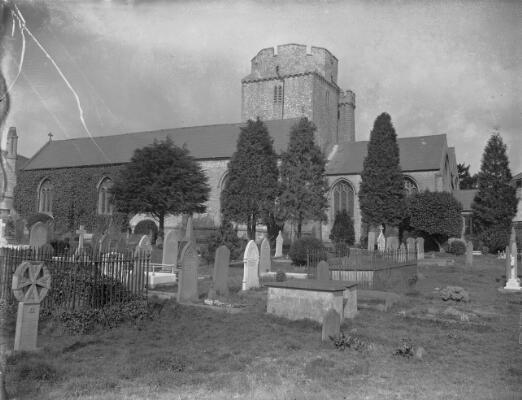 Eglwys St Mair, Ochr Ddwyreiniol, Y Bont-faen