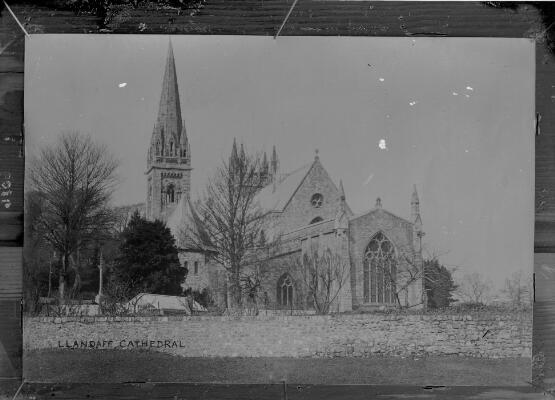 Eglwys Gadeiriol Llandaf yn 1905