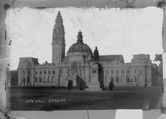 Neuadd y Ddinas; Caerdydd