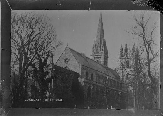 Golygfa o Eglwys Gadeiriol Llandaf