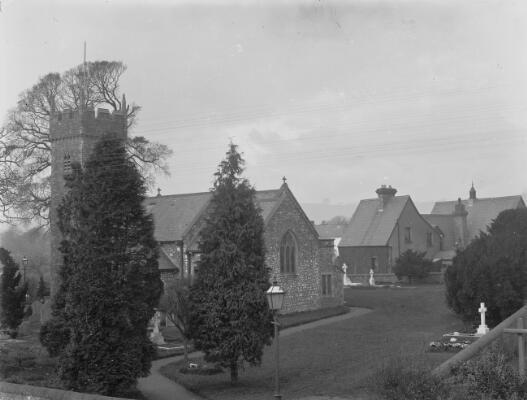Eglwys Sant Isien, Llanisien