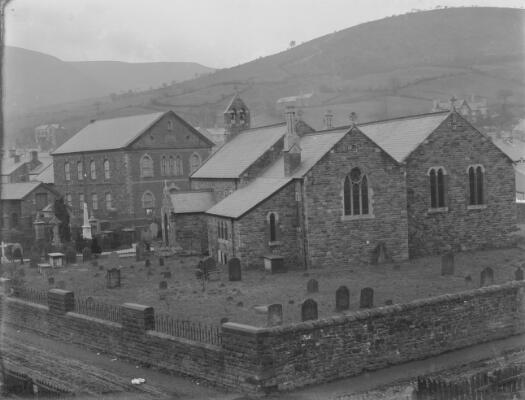 Eglwys y Plwyf a Chapel Bethesda, Ton Pentre, Y...
