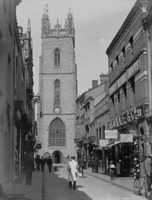 Heol yr Eglwys a Thŵr Sant Ioan