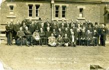 Grwp o beirdd swyddogol yr Eisteddfod, 1912