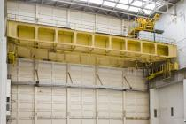 Overhead crane for charging reactor core