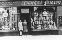 Conti cafe with wives of Jack and Alf, c.1920