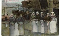 Postcard of Pit Bank women at work