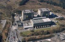 Awyrluniau'n dangos  Atomfa Trawsfynydd, 2000