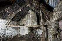 Wig-wen Fach, Interior with wicker fireplace hood