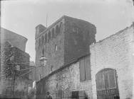 Y stryd gerllaw Castell Abertawe, 1930au