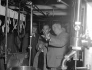 Hufenfa Rhyd-y-main, 1 Mehefin 1954