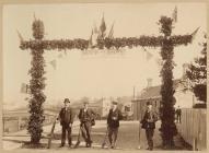 Bwa priodas yn Llandrindod, tua'r flwyddyn 1900
