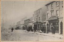 Stryd Long Bridge, Llanidloes, tua'r flwyddyn 1875