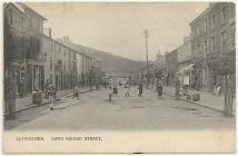 Stryd Long Bridge, Llanidloes, tua'r flwyddyn 1904