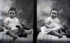 Ffotograff portread dwbl o'r babi Tucker,...