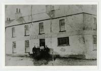 Tafarn y Globe Inn, Drenewydd, Porthcawl, tua 1900