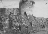 Llangollen. Castle