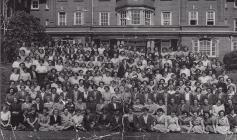 Merched Coleg y Barri 1951-52 gyda Miss Ellen Evans y pennaeth