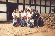 Ysgol Cricieth yn ymweld  Sain Ffagan, 1982