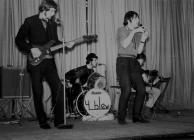 Y grŵp pop Y Blew yn Nhal-y-bont, 1967