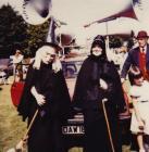Dwy fenyw yng Ngharnifal Llanbedr Pont Steffan, 1983