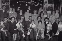 Hyrwyddo iechyd mamau a babanod wedi'r rhyfel trwy'r Gwasanaeth Bwyd Maethlon, Caernarfon (Arfon), 1951