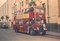 Bws nodweddiadol Cludiant Rhondda ym Mhontypridd, 1952