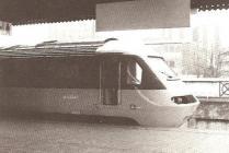 Trên InterCity 125 yn cyrraedd gorsaf Caerdydd