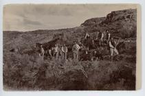 Adeiladu'r ffordd i'r Andes, ger Hafn y Mynach,...