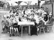 Parti stryd i ddathlu Jiwbili 1977 - 25 mlynedd ers i'r Frenhines Elizabeth II ddod i'r Orsedd; Glan yr Ystrad, Tre Ioan, Caerfyrddin