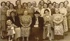 Chwiorydd Capel Nasareth Pontiets c. 1954