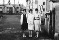Tair myfyrwraig, Coleg Normal Bangor, 1960su