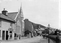 Swyddfa'r Post a chapel yr Annibynwyr, Aberdyfi