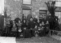Large family group, Chwilog