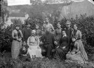 Parchg Owain Jones (Pedrog, 1853-1932) a...