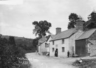 The village inn, Lloiney