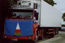 Banner yr Urdd ar lorri