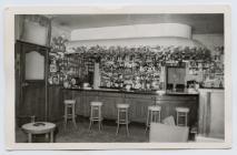 Bar y lolfa, Central Hotel, Aberystwyth, yn y...
