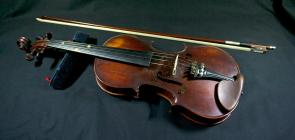 'Yr Eos' (The Nightingale), a violin...