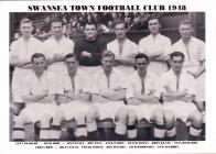 Ffotograff o dîm pêl-droed Swansea Town