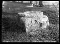 Saint-y-Nyll Stone base