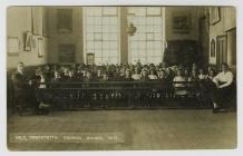 Dosbarth yn Ysgol y Cyngor, Cwmystwyth ym 1919