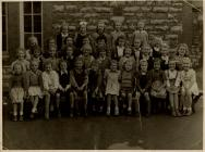 Class photograph from Holton Road Girls School,...
