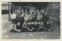 Class photograph from Blaengarw Infants'...