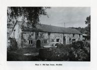 Court Farm cottages, Llanquian Road, Aberthin