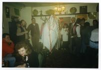 Mari Llwyd, Farmers Arms, Aberthin ca 1988