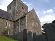 Ochr Allanol Eglwys Llanbadarn