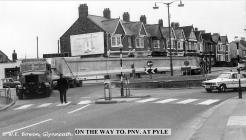 A 465 Adeiladwyd ffordd osgoi Glyn-nedd yn 1970